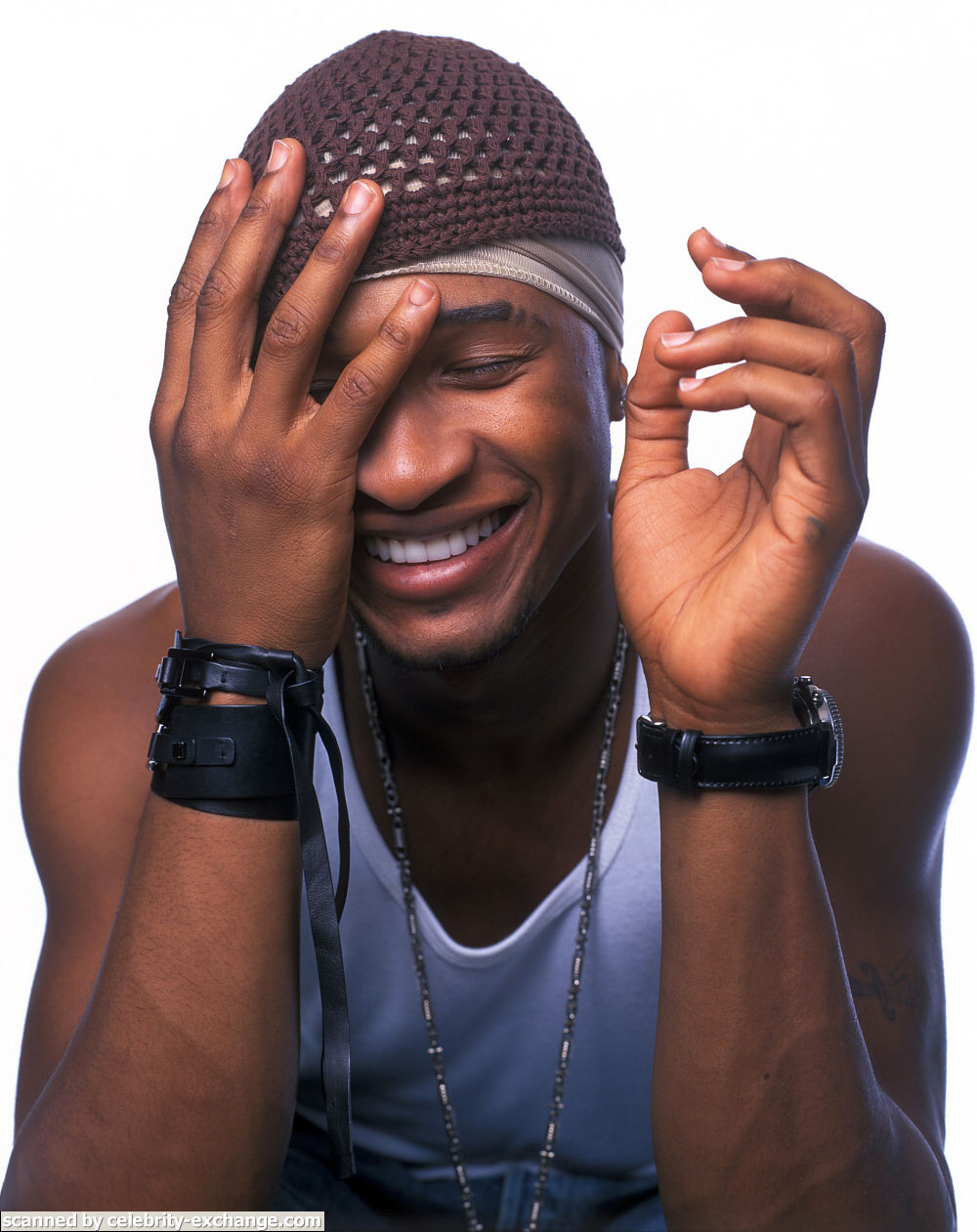 Usher looking extremely hot at 22 years old omg.jpg