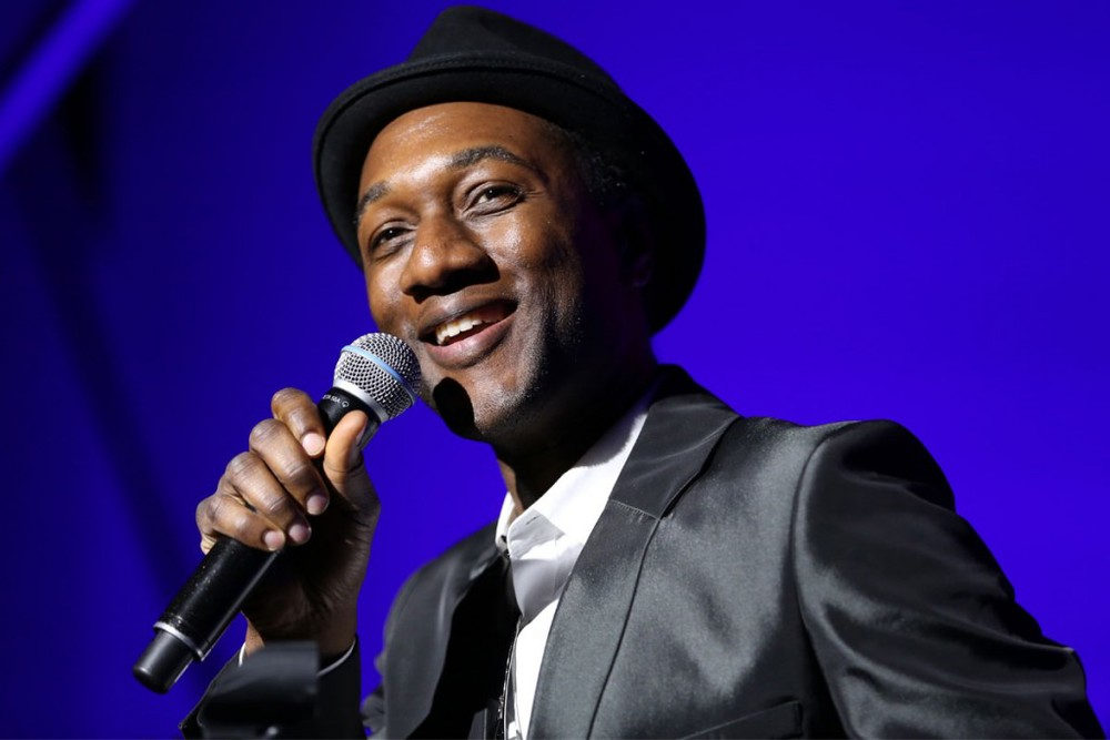 Aloe Blacc looking hot with the microphone in his hand.jpg