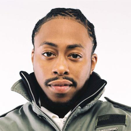 Raheem DeVaughn looking hot and gorgeous with his braids.jpg