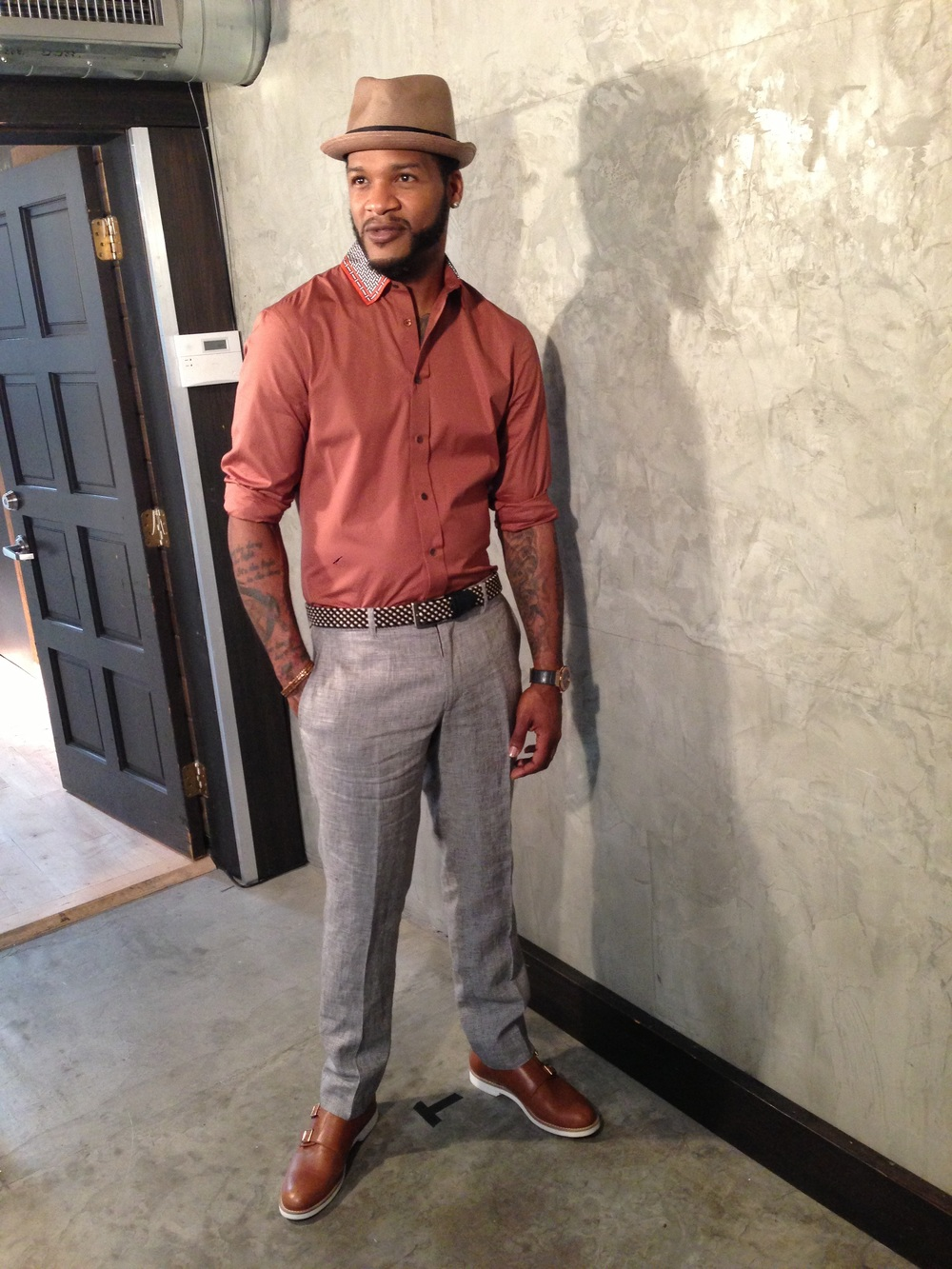 Jaheim looking really hot during a photoshoot.jpg