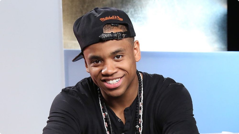 MACK WILDS SHOWING OFF HIS REALLY HOT EYES AND GORGEOUS SMILE.JPG