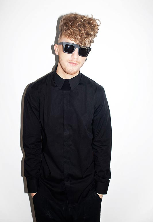 Daley looking really hot wearing all black.jpg