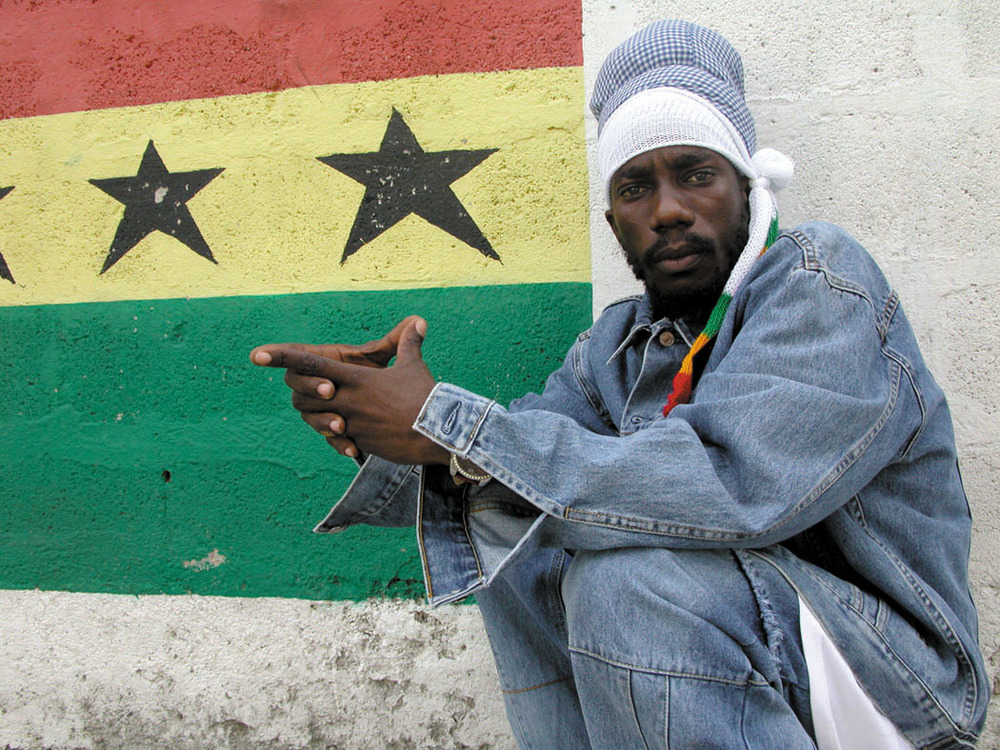 Sizzla looking gorgeous next to a wall mural as he wears all denim.jpg