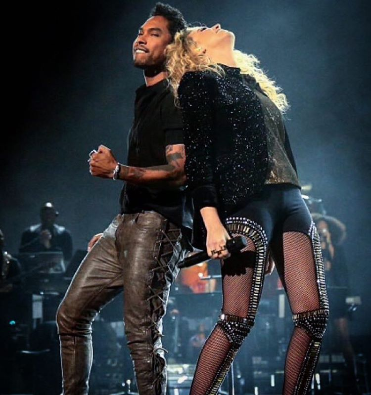 Miguel and his gorgeous cute smile with Tori Kelly on stage singing together.jpg