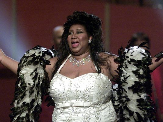 Aretha Franklin dressed up with a feathery black and white boa at the VH1 Divas.jpg