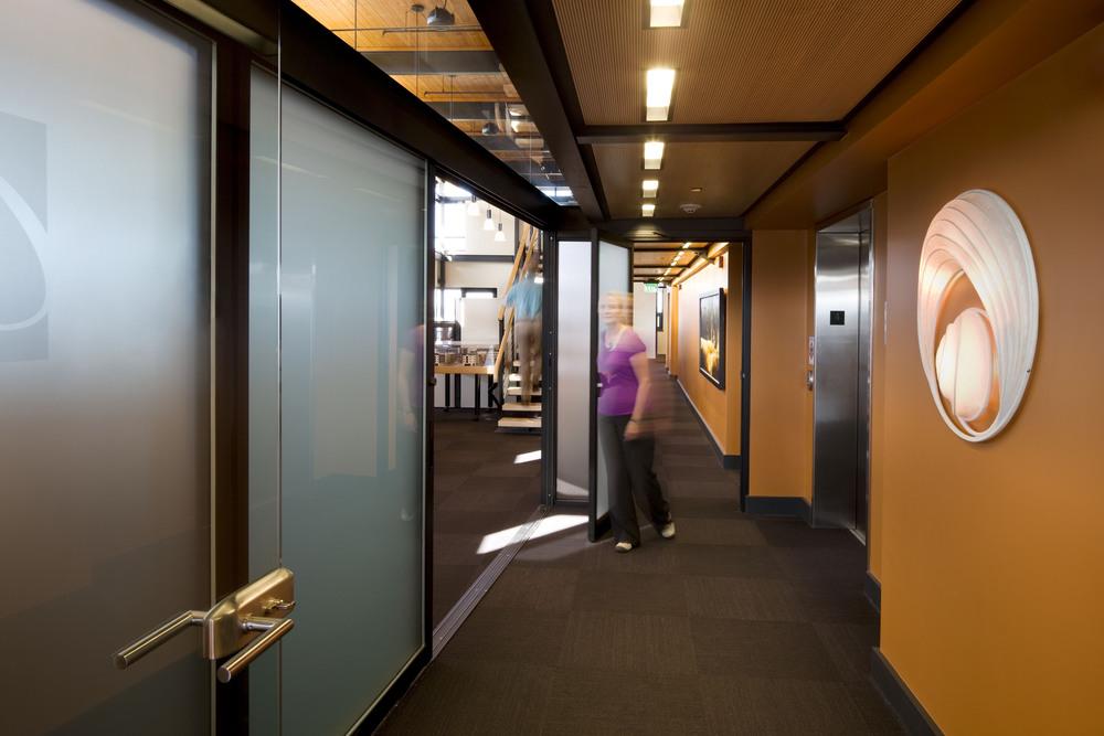 609-5_11_Arlie_Offices_vestibule.jpg