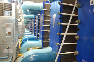 Toronto potable water pipes in light blue, and Enwave's closed loop in dark blue.