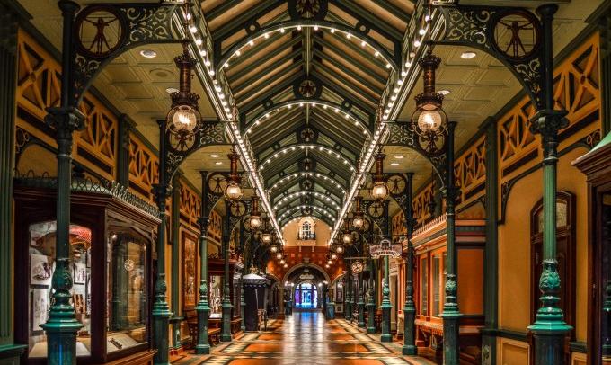 "Main Street ""Discovery Arcade"" Disneyland Paris"