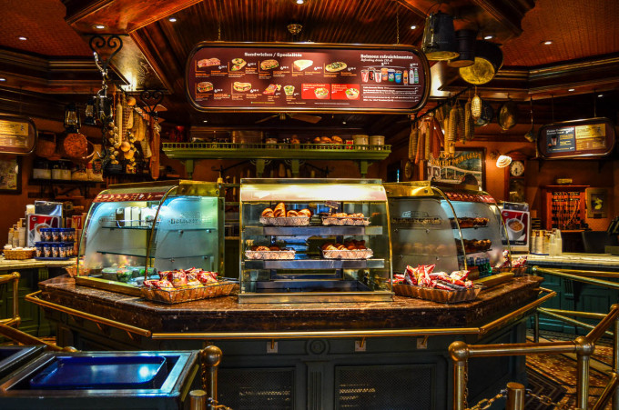 disneyland_paris_market_house_food_counter-680x451.jpg