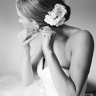 @lisahessel #photoimpactlab #weddingfilm #filmisnotdead #wedding #blackandwhitephotography #portrait #film #weddingphoto