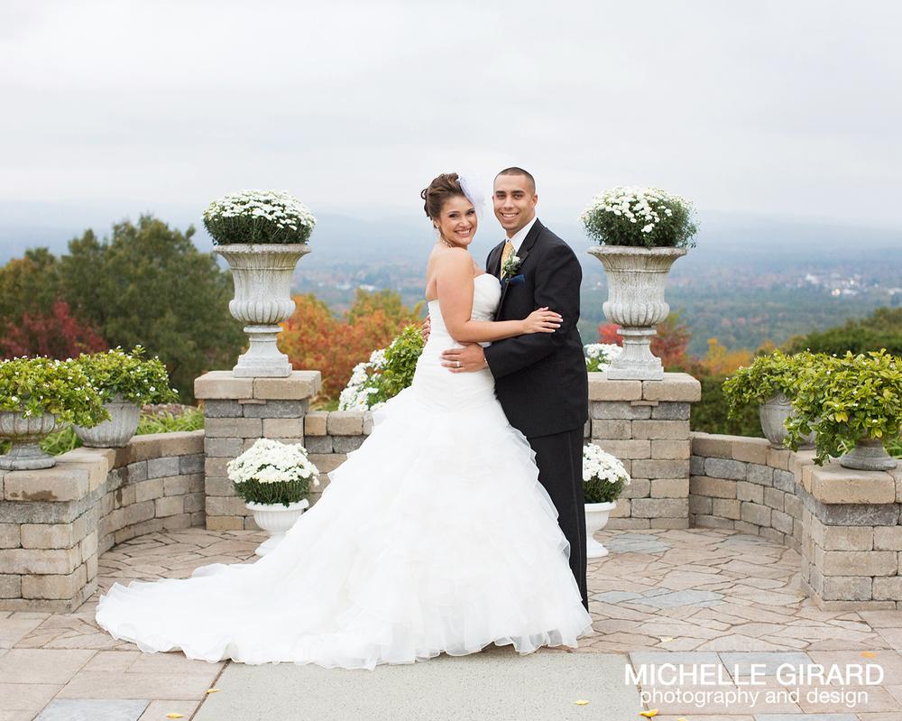 Fall log cabin wedding holyoke massachusetts meshe for Log cabin wedding