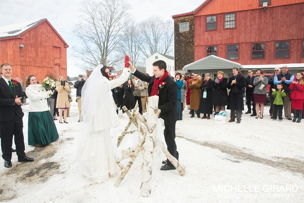SalemCrossInn_WinterWedding_MichelleGirardPhotography05.jpg