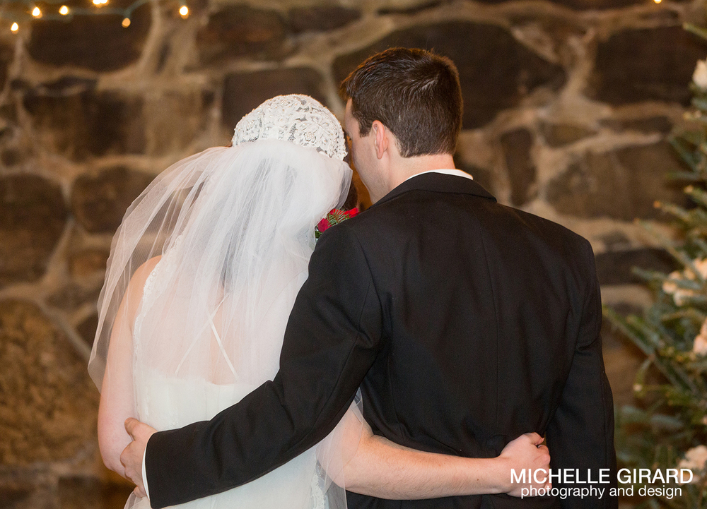 WinterWedding_SalemCrossInn_MichelleGirardPhotography09.jpg