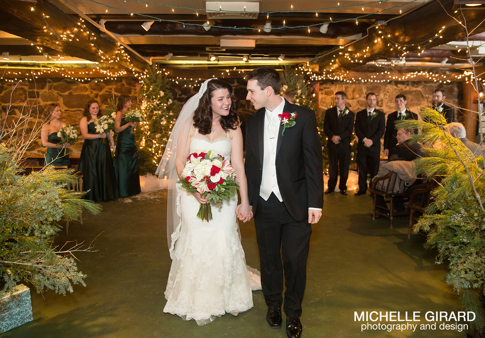 WinterWedding_SalemCrossInn_MichelleGirardPhotography12.jpg