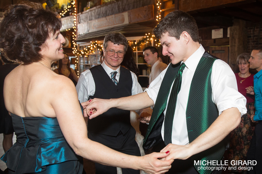 WinterWedding_SalemCrossInn_MichelleGirardPhotography49.jpg