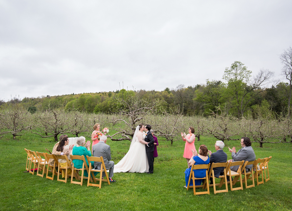 QuonquontFarms_IntimateSpringWedding_MichelleGirardPhotography2.jpg