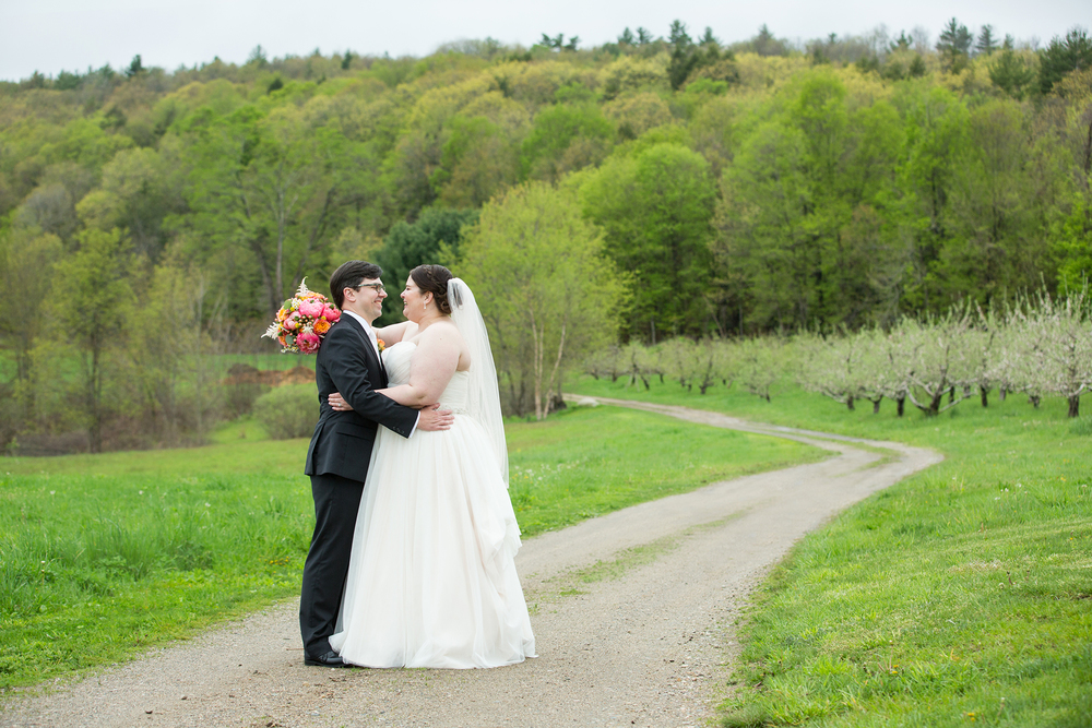QuonquontFarms_IntimateSpringWedding_MichelleGirardPhotography3.jpg