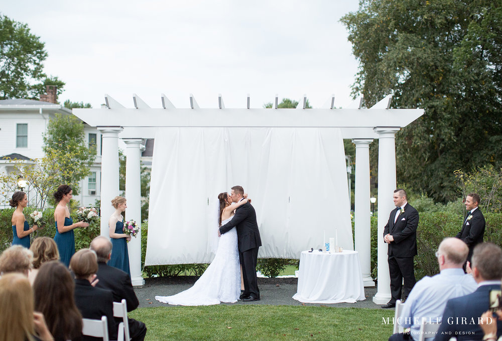 LordJefferyInn_FallAmherstWedding_MichelleGirardPhotography10.jpg