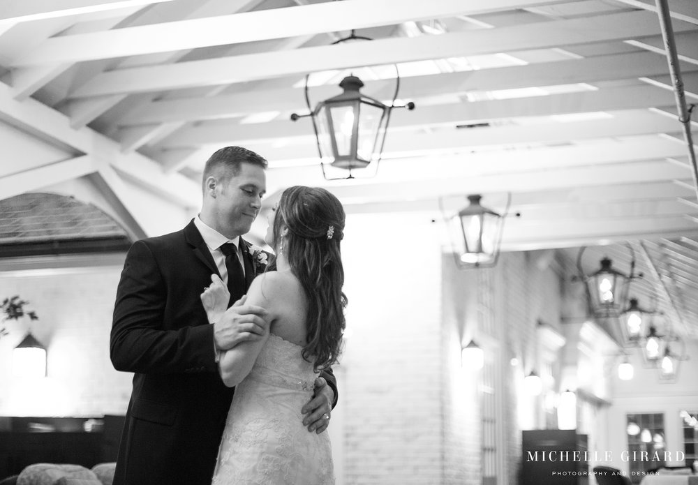 LordJefferyInn_FallAmherstWedding_MichelleGirardPhotography12.jpg
