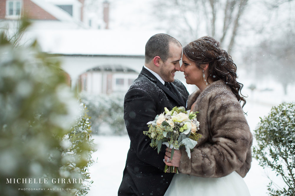WinterWedding_LordJefferyInn_AmherstMA_MichelleGirardPhotography08.jpg