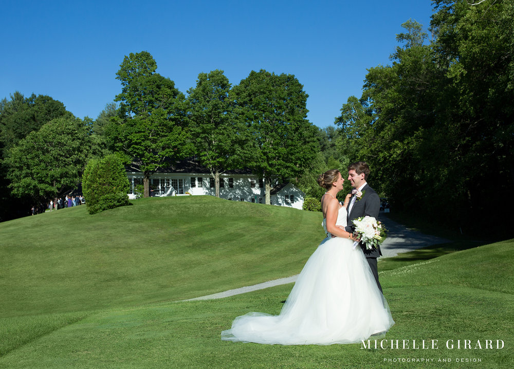 131A2169NorfolkCountryClubWedding_ConnecticutChapelCeremony_MichelleGirardPhotography.jpg