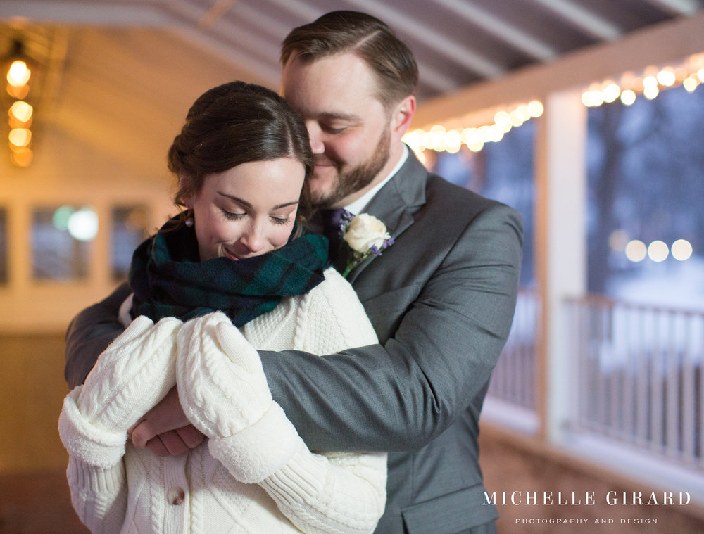WinterWedding_AmherstMA_LordJefferyInn_MichelleGirardPhotography07.jpg