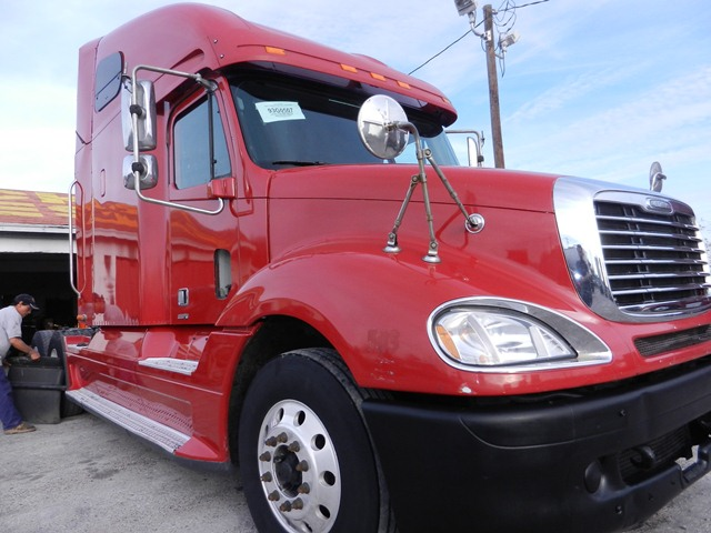 2004 Freightliner Columbia Class RED   Detroit 12.7L 430HP, Jakes, 10  speed, air ride suspension, 22.5 tires, Alluminum front wheels, Double bunk bed sleeper,  sliding 5th wheels, Air condition cab, cruise control  SOLD