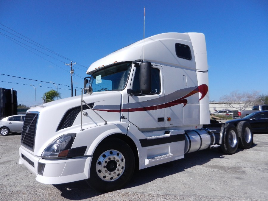 "2006 Volvo VNL670  Cummins ISX 474HP, Jakes, 10  speed, Air ride, 63""Sleeper, Air condition, Aluminum Wheels,  Sliding 5th wheel, 22.5 tires 80% VIRGEN, cruise control, cab extenders,  power windows, powermirrors 830k miles  SOLD"