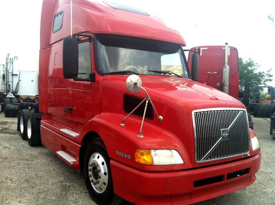 SOLD     2000 Volvo VNL  Cummins N14, Jakes, 10 speed 800k miles, aluminum wheels doube bunk sleeper