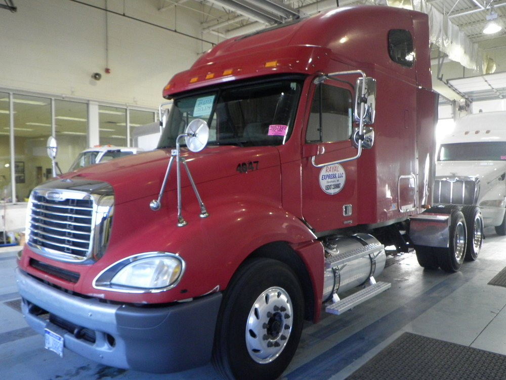 SOLD    2005 Freightliner     Caterpiller C15, 10 speed, jakes, air ride, aluminum wheels, double bunk sleeper 40k lbs rears
