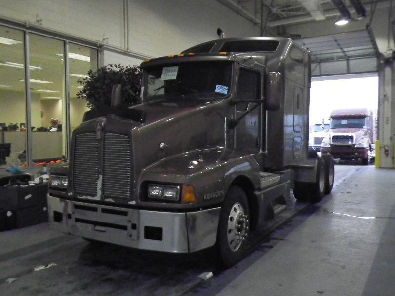 2004 Kenworth T600