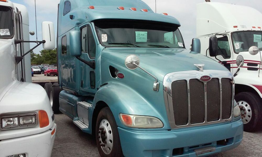 2005 PETERBILT 387 CAT C15 13 SPEED 2 MATCHED UNITS