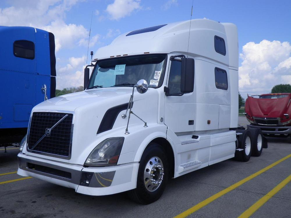 2007 VOLVO VNL780 CUMMINS ISX 13 SPEED $7,900 DN