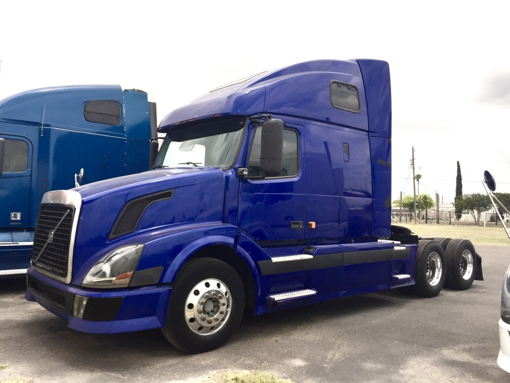 2007 Volvo VNL670    Cummins ISX 10 speed