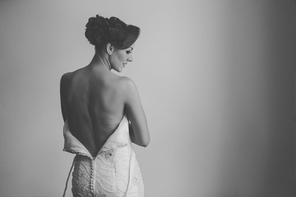 bride-wedding-b/w-groom-photo-portrait-chicago.jpg