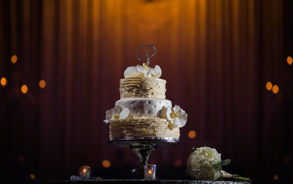 cake, stand mansion,chicagowedding photographer.jpg