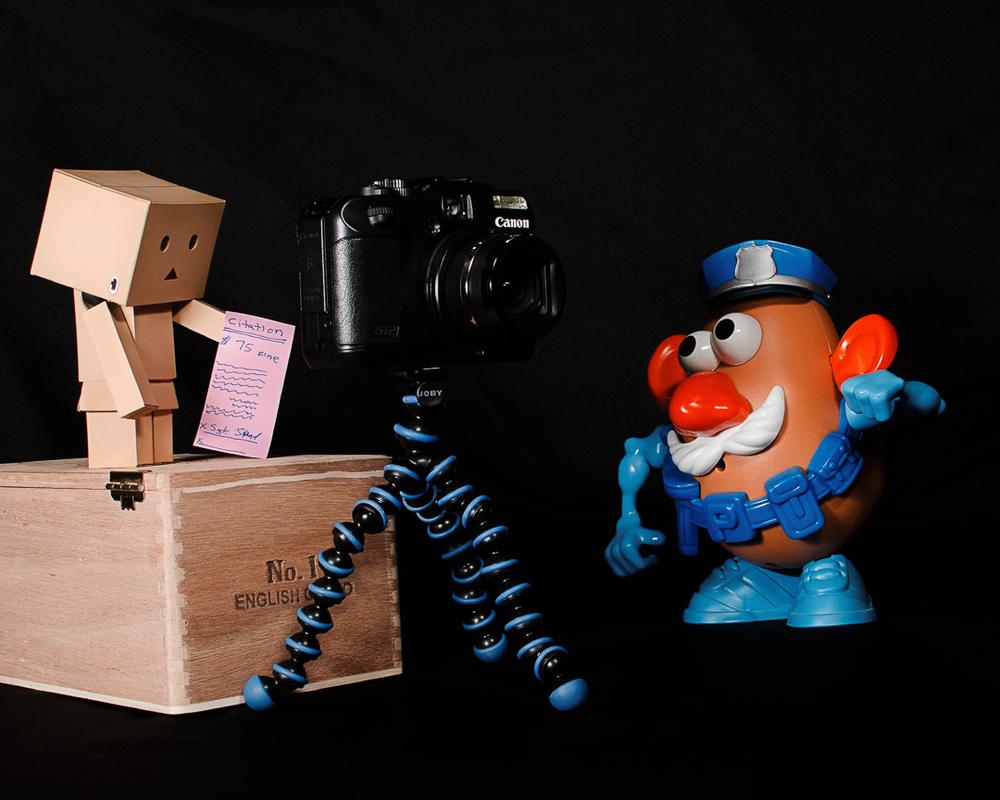 Toys365_2013-01-24_Danbo_Illegal_Tripod_-5-Edit.jpg