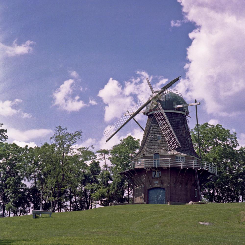 Volendam_Winmill_2013-07-06_BQSA_001.jpg