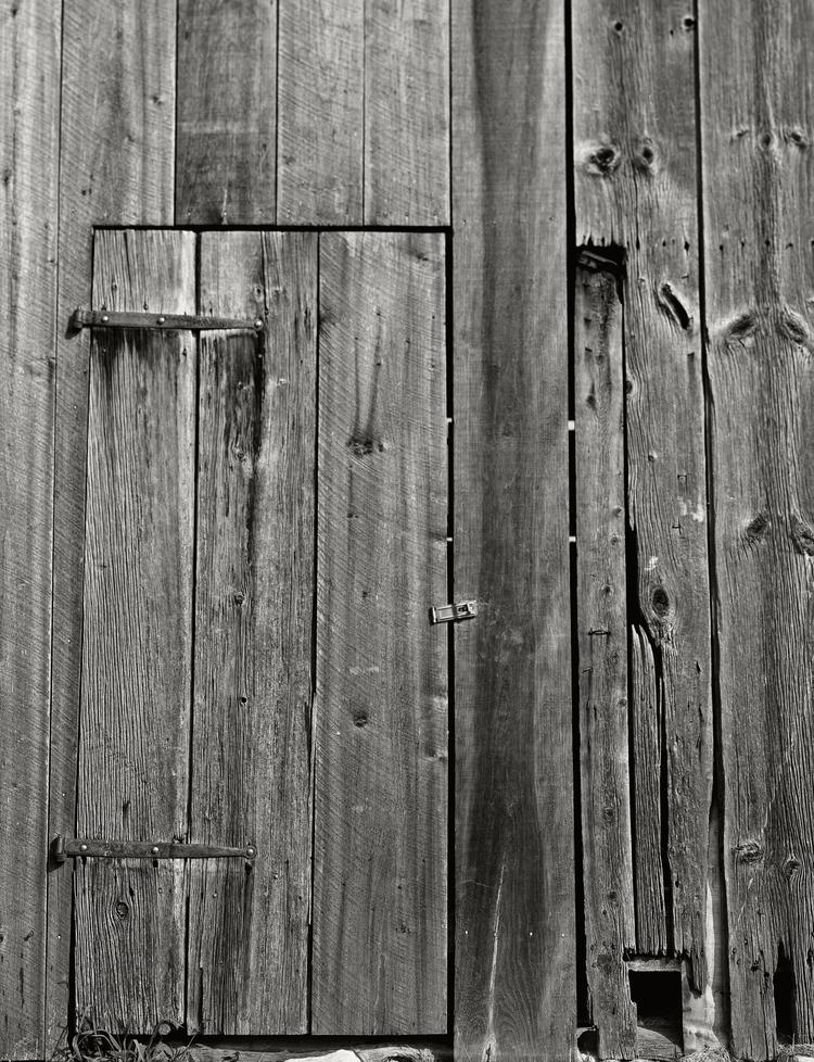 Antietam_2015-07-27_Toko4x5_150mmGeronar_FP4_Pyrocat_1_1_100_roulette_farm_barn_door1.jpg