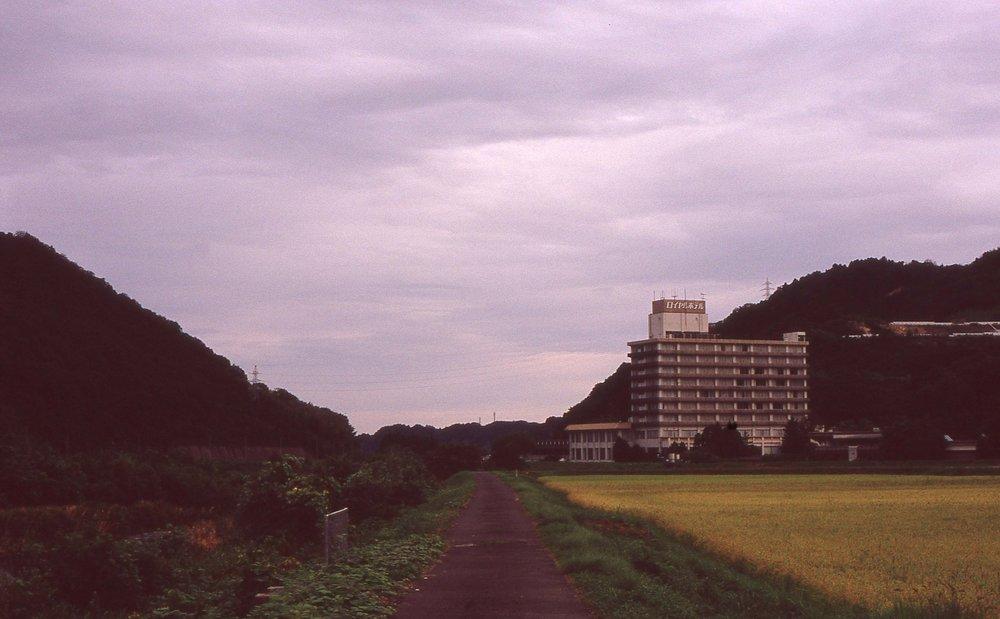「三朝ロイヤルホテル邊りから北を望む」
