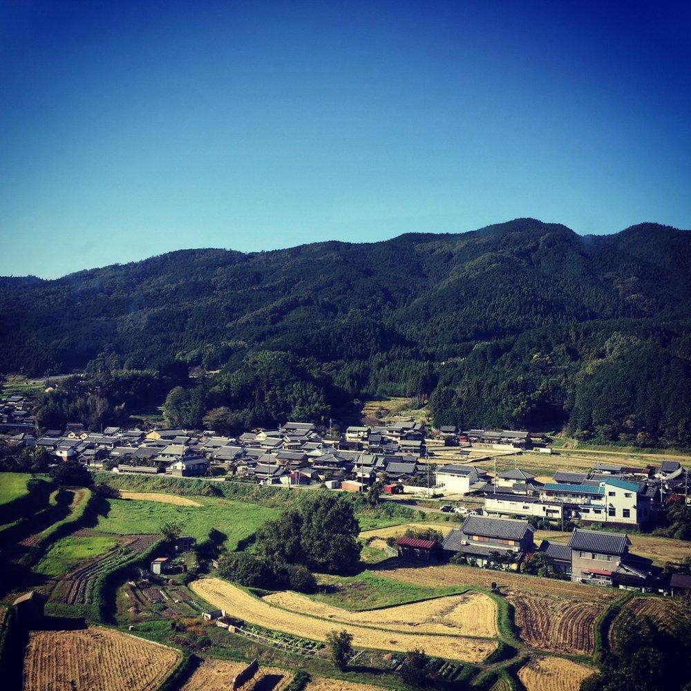 「Instagram shot : 櫻井から榛原へ 車窓より吉隱邊りを視る」