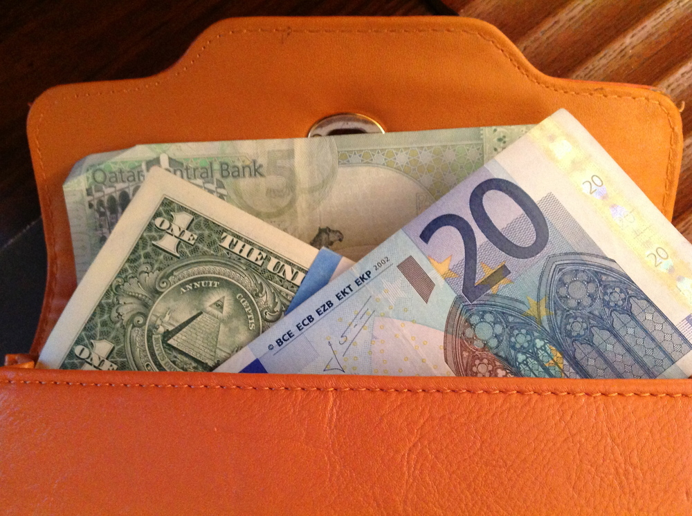 Random wallet opening ... if you're an expat, a minimum of three currencies will pop up ...