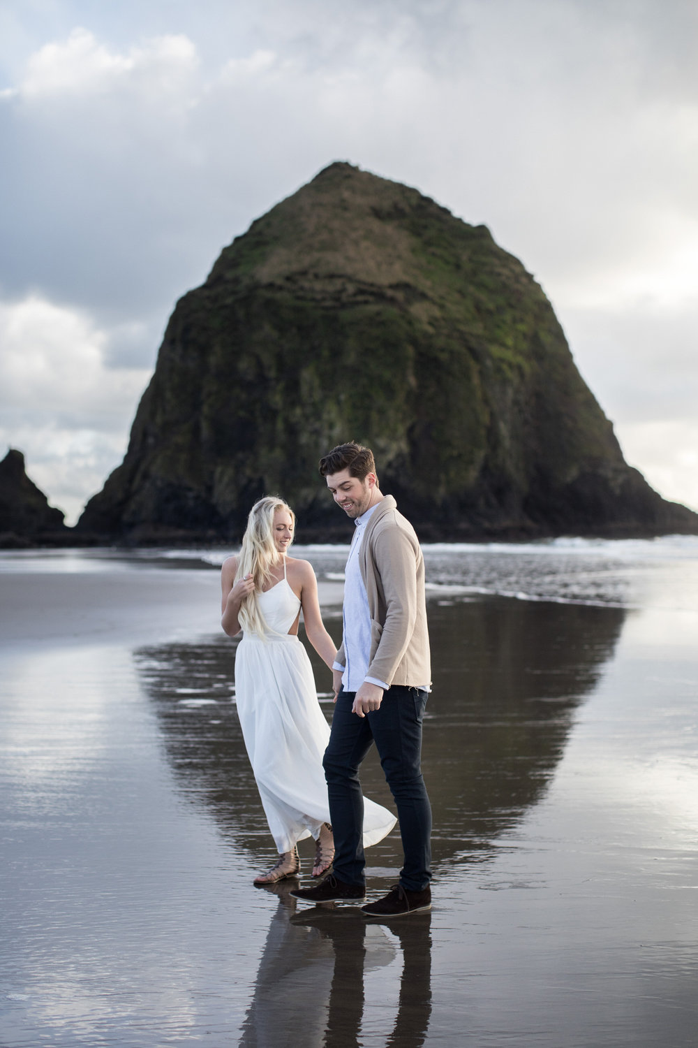CANNONBEACHENGAGEMENTS (16 of 58).jpg