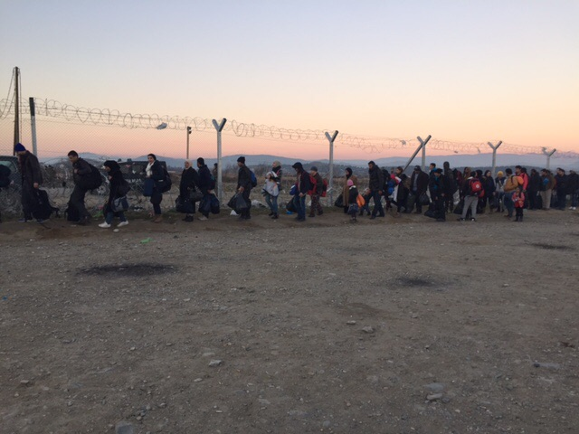 Refugees lined up along the Greece/Macedonia border