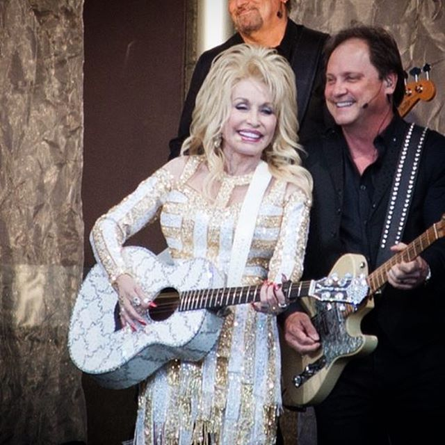 Dolly Parton! I was definitely feeling home sick tonight for the South. She's an inspiration to all women. So sweet, down to earth, and amazingly talented. She lifted us up with prayer at the end with her last song, what a magical night. #divagoals #diva #singer #songwriter #singersongwriter #guitar