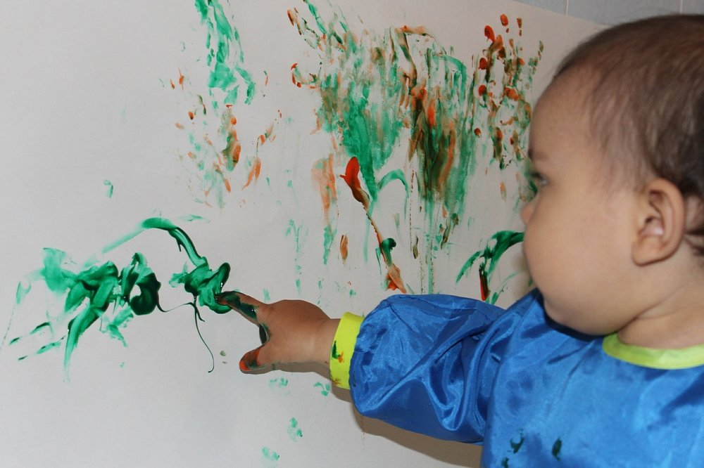 ART PLAY (AGE: 2-4 YEARS) Drop in Fridays from 30 September, 11-12 Noon, 8 weeks, £5 per session An hour of creative messy play for all your ickle budding artists!