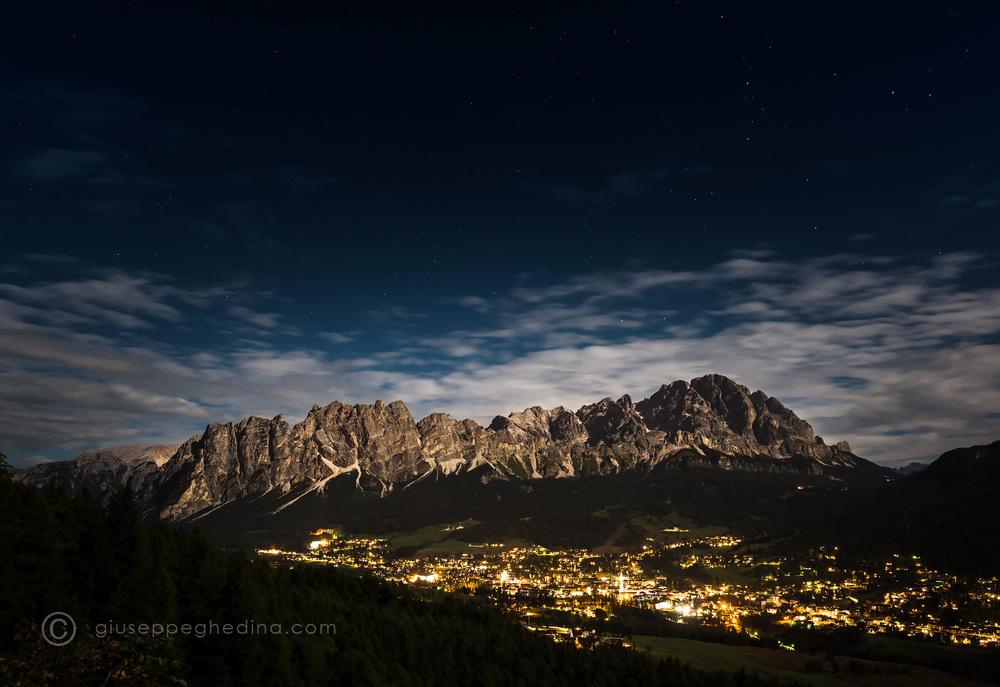 Cortina d'Ampezzo: panorama notturno dalla galleria di Pocol.