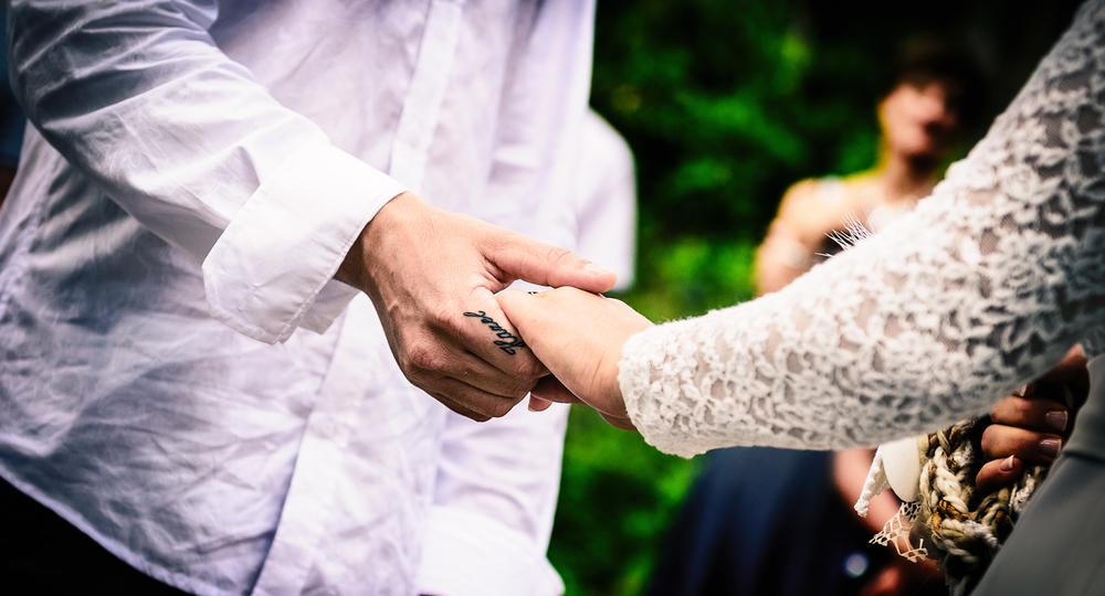 Gemma-&-Norbert-Ceremony-Hand-Hold.jpg