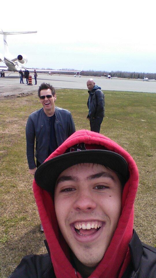 Zach Premate's epic selfie with Jim Carrey. Picture via @ZachPremate