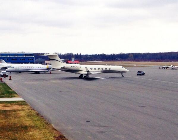 Jim Carrey's private jet at Peterborough Airport (pic via @taylor_ryerson)